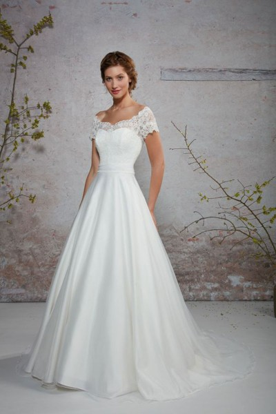 espace-mariage-chemille-robes-mariee-creations-bochet-odeline-1.jpg